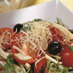 Salada com rúcula, erva-doce e parmesão