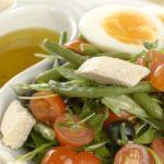 Salada Niçoise, com frango