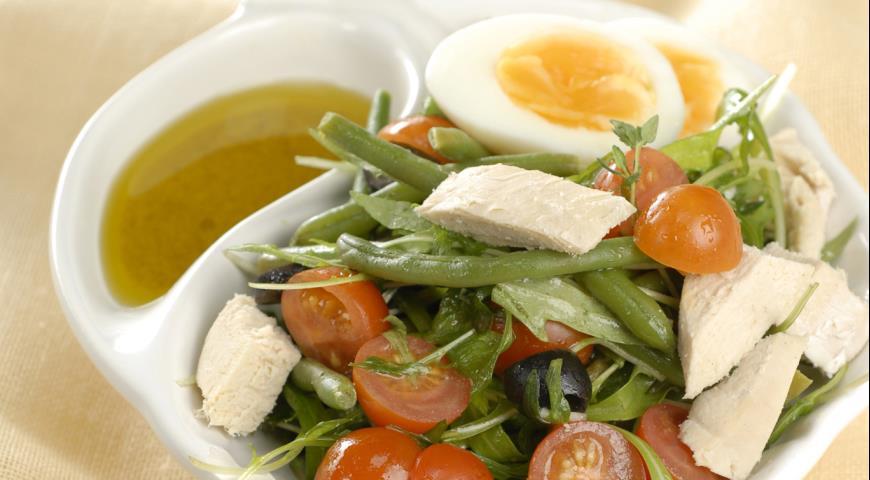 "Salat ""salade Niçoise"" mit Huhn"
