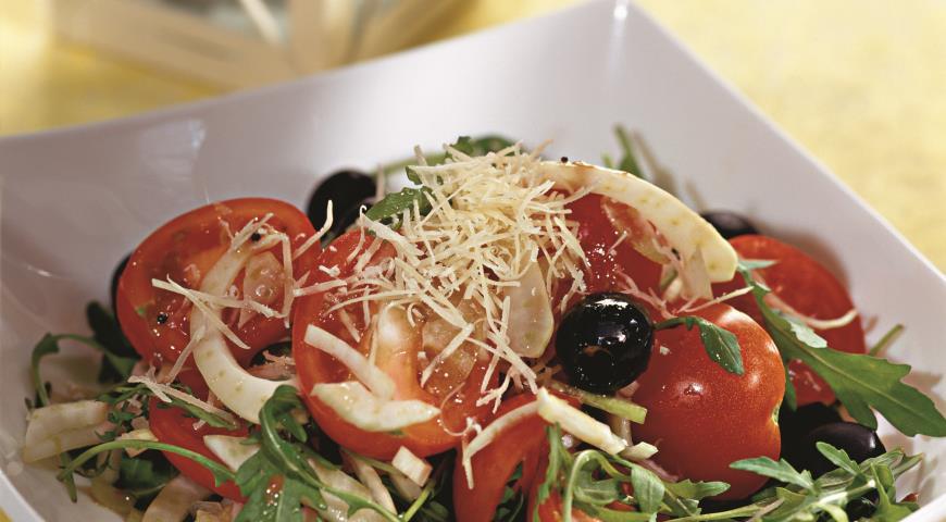 Salāti ar rukolu, fenheli un parmigiano